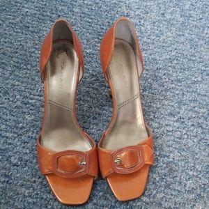 Tahari high heel shoe